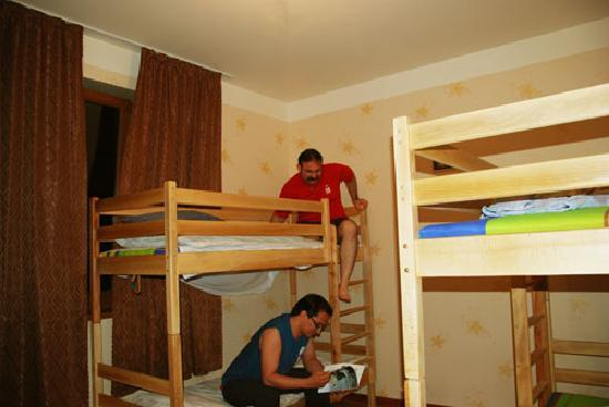 Hostel Glide: Dorm with guests