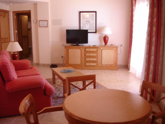 Grupotel Santa Eularia Hotel: huge living area in suite room
