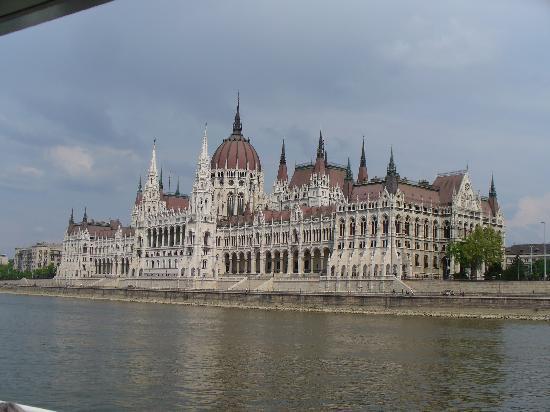 Bohem Art Hotel: il parlamento di budapest