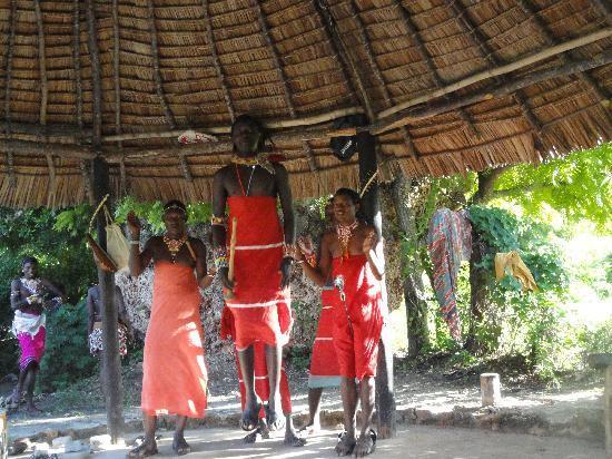 Bamburi Beach Hotel: masia dance.