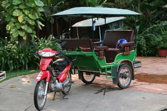 Angkor Spirit Palace: un des tuk-tuks de l'hôtel
