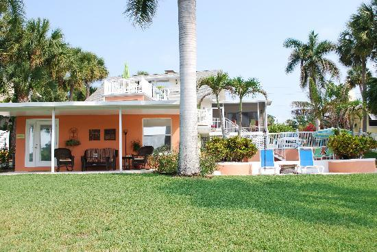 Crane Creek Inn Waterfront Bed and Breakfast: The Garden