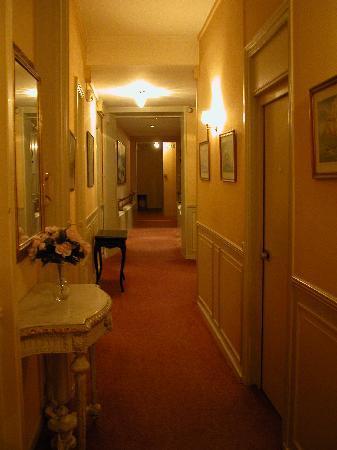 Hotel Trianon et de la Plage: Couloir au 1er étage