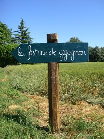 La Ferme de Gigognan : Look for this sign as you drive towards the property
