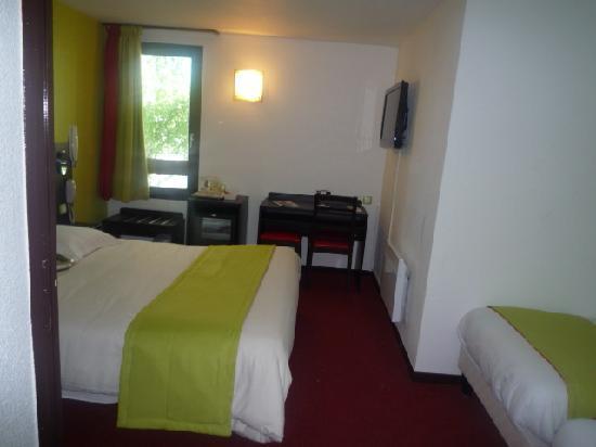 Kyriad design enzo montlucon hotel saint victor france for Prix chambre kyriad