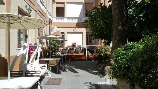 San Bartolomeo al Mare, Italien: Entrée de l'hotel
