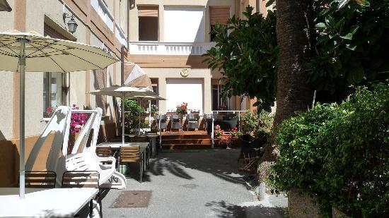 San Bartolomeo al Mare, Italia: Entrée de l'hotel
