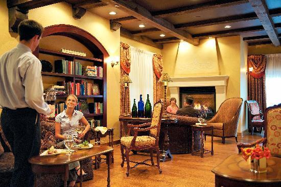 Mirbeau Inn & Spa Skaneateles: The Wine Bar's Library