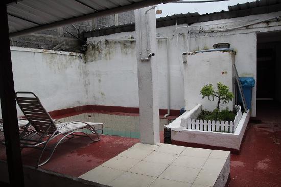 Hostel 10-28: Pool area