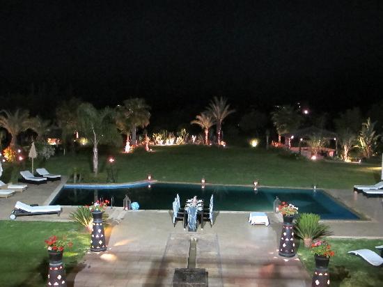 Villa Malika Silvana: Pool/Garden at night