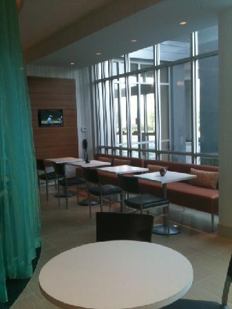 SpringHill Suites Houston The Woodlands : Breakfast sitting.