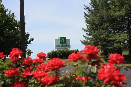 Holiday Inn Roanoke Valley View: Welcome to our Holiday Inn!