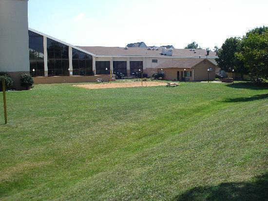 Holiday Inn Roanoke Valley View: Spacious backyard for company picnics up to 1000 people
