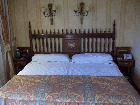 Hotel Elba Palace Golf: Bett mit Betthupferl