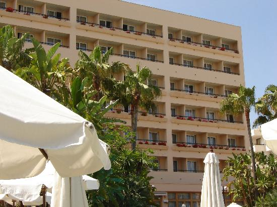 Hipotels Said Hotel: Sicht auf das Zimmer Pool und etwas Meer