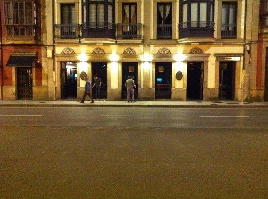 El Patio De La Favorita: Fachada Del Cafe Teatro