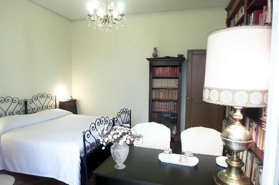 La Cappellina Bed and Breakfast: Ampia stanza matrimoniale classica
