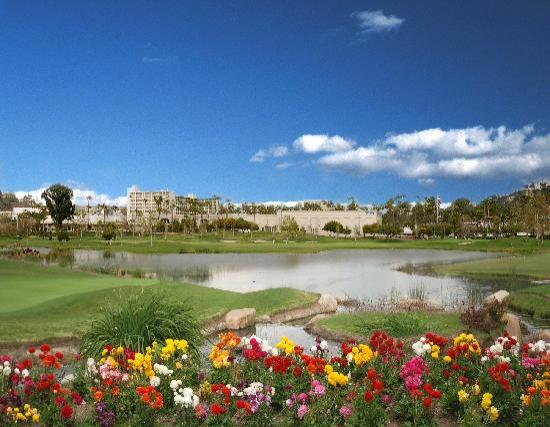 Town and Country Resort & Convention Center: Adjacent to Riverwalk Golf Course