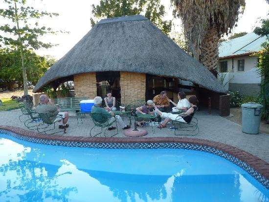 White Lady B&B and Camping : Relaxing with friends by the pool