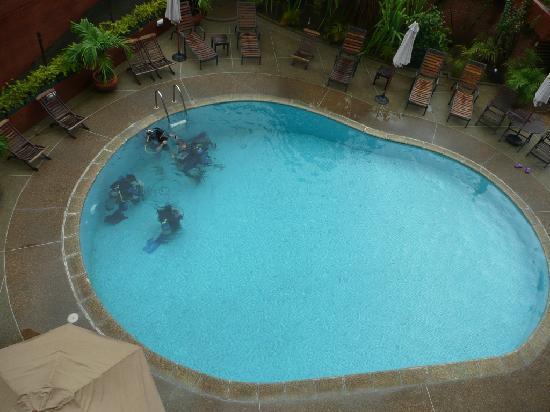 Costa Real Suites: leçon de plongée dans la piscine