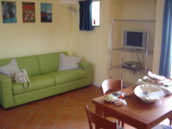 il soggiorno con divano letto del Dammuso Comfort - Foto di ...
