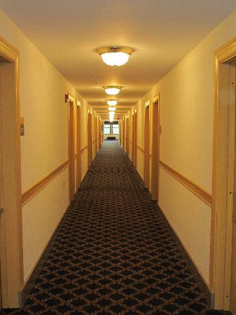 Clarion Hotel Morgan : 7th floor hallway