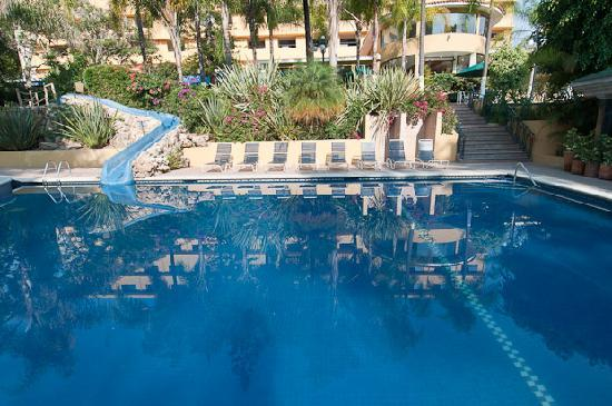 Hotel Spa Ixtapan: One of the hotel pools