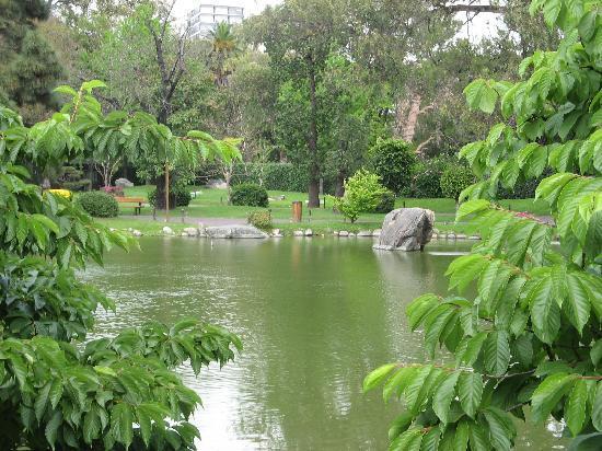 Campana de la paz mundial fotograf a de jardin japones for Lagunas de jardin