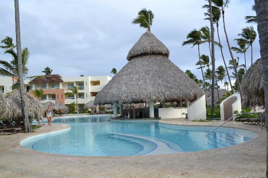 Secrets Royal Beach Punta Cana: Pool Bar