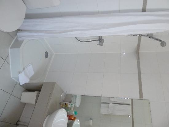 Hotel Opera Bruxelles: Bathroom
