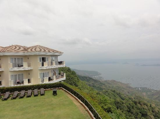 The Lake Hotel Tagaytay: The Lake Hotel is perched on the cliff