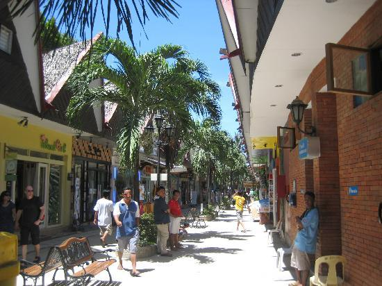 Villa Paula Beach House: d' mall, not far from villa paula