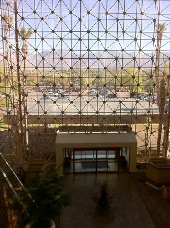 Hilton Tucson East: view thru lobby