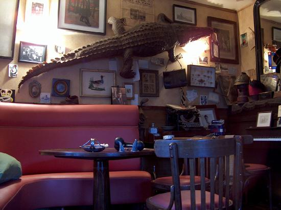 "Richelieu, France : le salon ""crocodile"""
