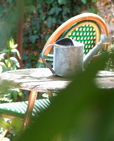 Fossé Saint Ange: aux beaux jours, dans le jardin