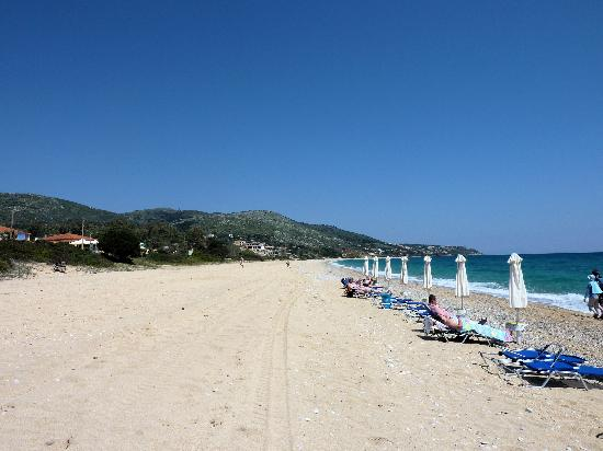 9 Muses Hotel Skala Beach: The beach across the road