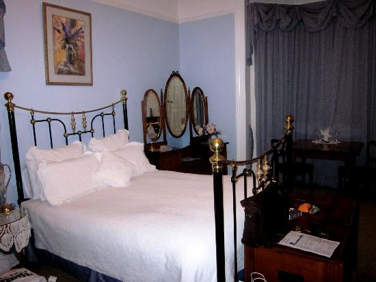 Ashton Gate Guest House: William room