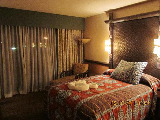Disney's Polynesian Village Resort : The bed closest to the sliding glass doors to the lanai.