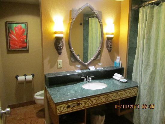 Disney's Polynesian Village Resort: The bathroom.