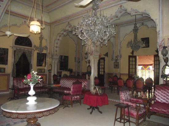 le hall d\'entrée, le charme d\'une riche maison familiale ...