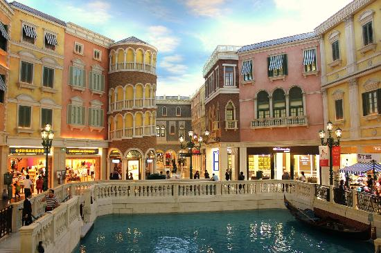 The Venetian Macao Resort Hotel: Shopping & Canal