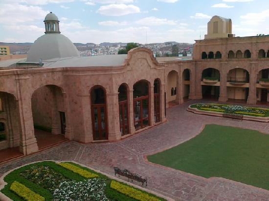 Hilton San Luis Potosi: La cour intérieure