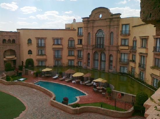 Hilton San Luis Potosi: La piscine