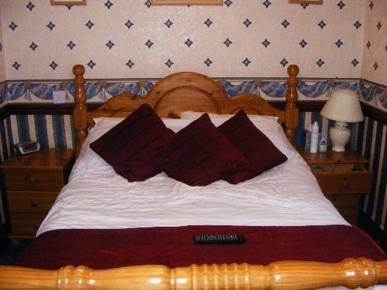 Valdene Hotel: our bed in room 2