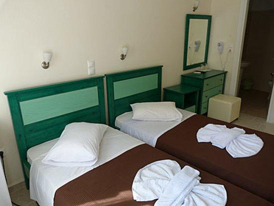 Captain Manolis Hotel: Tidy, nice, comfy room