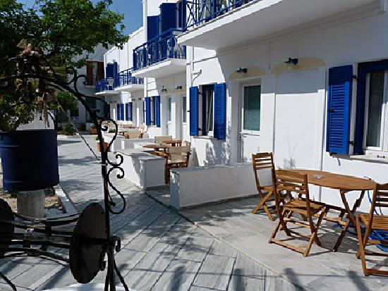 Captain Manolis Hotel: I loved the little courtyard