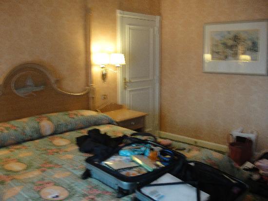 Disneyland Hotel : beautiful room in castle club