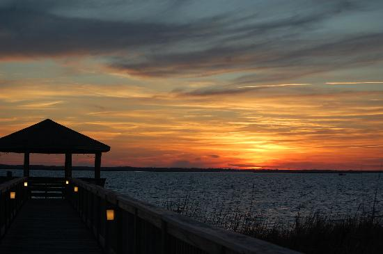 Duck, Carolina del Norte: Sunset from the Sanderling gazebo
