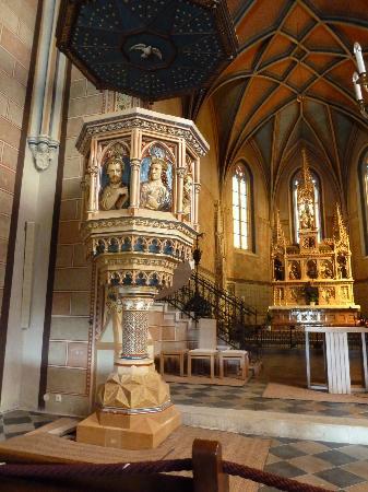 Pfarrkirche Mariasdorf : Die Kanzel aus buntem Majolika