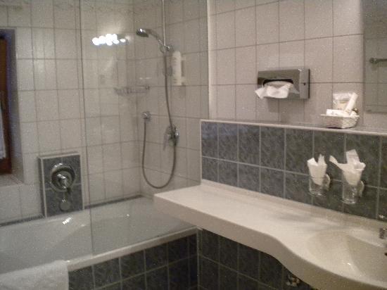 Hotel Helmerhof: cuarto de baño 1 (había 2 )